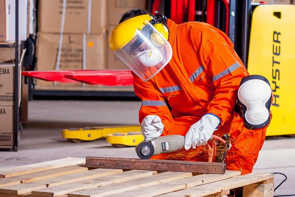 Avoid injuries while using angle grinders